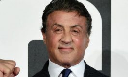 "Foto/ Sylvester Stallone ""nxjerr"" fituesin e duelit McGregor–Maywweather"