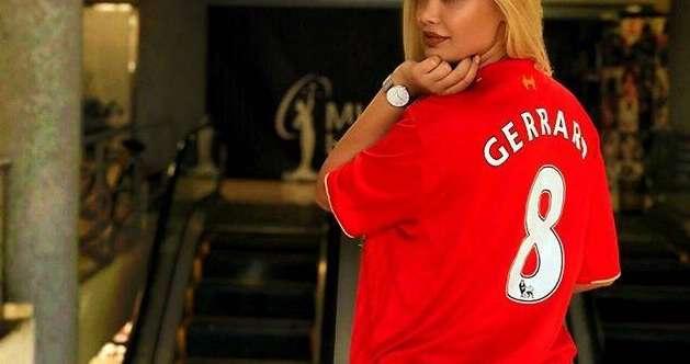 Këngëtarja e famshme shqiptare bën tifo për Liverpool: Do shënojë Salah