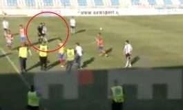 VIDEO - SKANDALI/ Ekipi i tij ra në një Kategori më poshtë, futbollisti godet me grushta arbitrin e SUPERIORES
