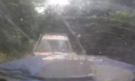 """RALLY ALBANIA/ Aksident i frikshëm, piloti futet në krah të kundërt dhe përplaset """"kokë më kokë"""" me kundërshtarin (VIDEO)"""