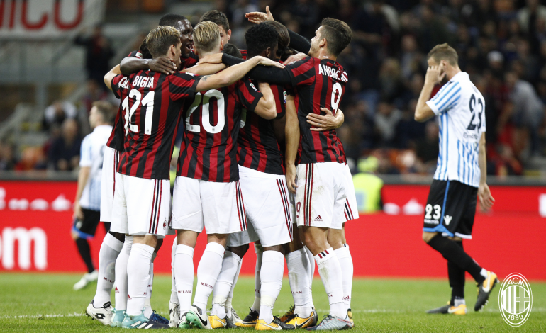"""Sezon për t'u harruar, mbrojtësi i Milanit dëshiron të mbetet""""Djall"""""""