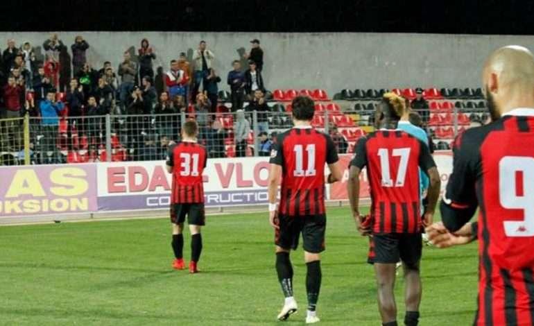 "Flamurtari i mori trajnerin, Skënderbeu ""hakmerret"" ndaj vlonjatëve"