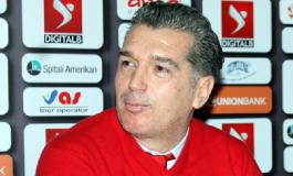 """Skënder Gega kërkon të thyejë """"mallkimin"""", mbi teknikun e Partizanit rëndojnë 25 vite pa titull"""