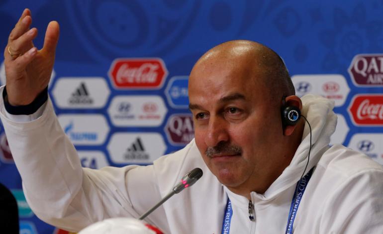 Trajneri rus acarohet me gazetarin nga Greqia: Të të vijë turp, je dhe grek!