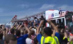 LAJMI I FUNDIT/ Pritje spektakolare për nënkampionët e Botës, heronjtë e Kroacisë mbërrijnë në atdhe