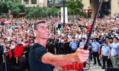 """Cristiano Ronaldo në Kinë, portugezi """"çmend"""" fansat e tij (VIEDO)"""