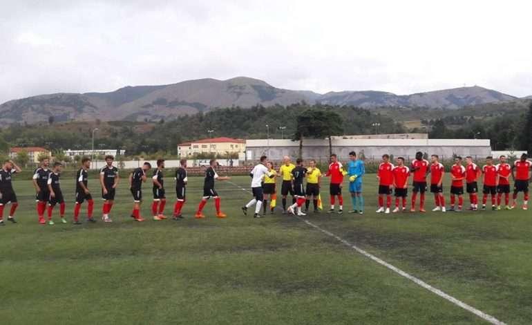 """""""Shkërmoqën"""" Kastriotin në Superligë, Skënderbeut i ndodh e papritura nga skuadra e Kategorisë së Dytë"""