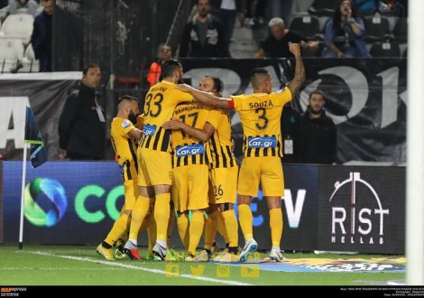 FOTO/ DHUNË dhe penallti e shkaktuar, MAVRAJ debuton me DERBI në GREQI (VIDEO)