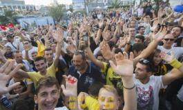 VIDEO/ Grekët çmenden pas Mërgim Mavrajt, pritje spektakolare në Selanik për shqiptarin