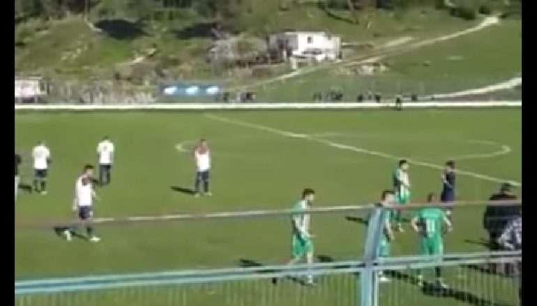 E FUNDIT/ Bojkotohet ndeshja, skuadrat braktisin fushën