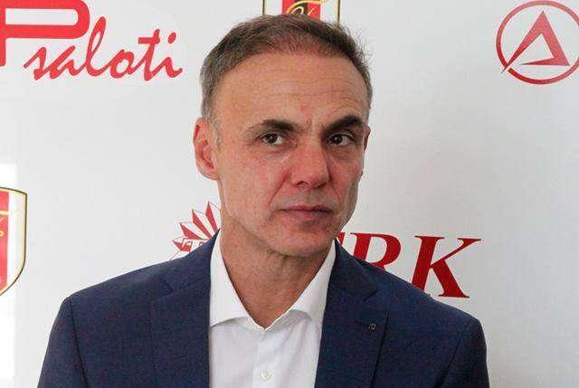 E kërkon TIRANA, njoftim i rëndësishëm nga Flamurtari për trajnerin e njohur