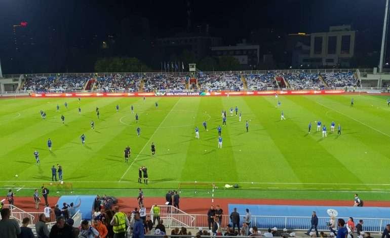 """KAOS dhe RRËMUJË, tifozët """"pushtojnë"""" kryeqytetin para ndeshjes së madhe"""