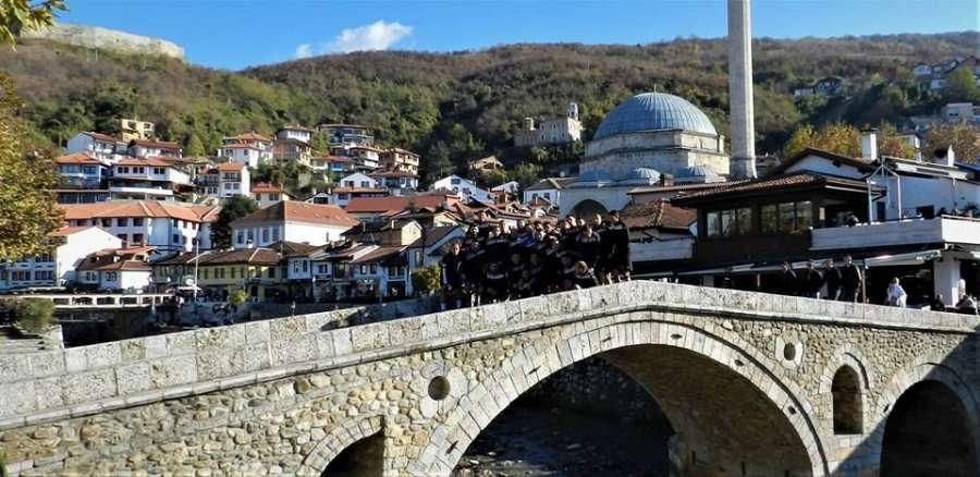 RISI  Ende nuk ka ngrohur stolin e ekipit shqiptar  trajneri i huaj i detyron lojtarët të stërviten në mes të qytetit