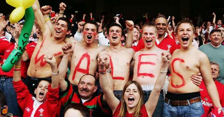 """E  BUJSHME/ Uellsianët """"imitojnë"""" skocezët, dyndje tifozësh në """"Elbasan Arena"""", njihuni me numrin e biletave të shitura për miqtë"""